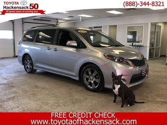 2015 Silver Sky Metallic Toyota Sienna SE Automatic FWD Regular Unleaded V-6 3.5 L/211 Engine Crossover 4 Door