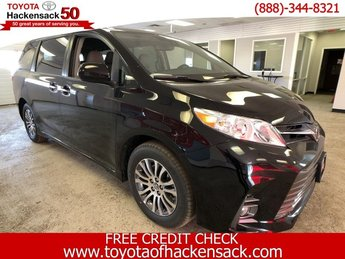 2019 Midnight Black Metallic Toyota Sienna XLE FWD 8-Passenger FWD Van 4 Door Automatic Regular Unleaded V-6 3.5 L/211 Engine
