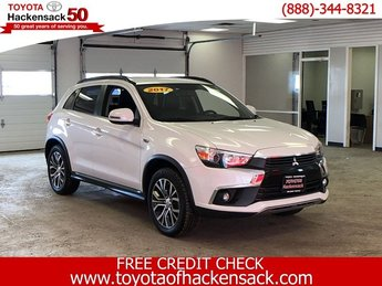 2017 Diamond White Pearl Mitsubishi Outlander Sport SEL 2.4 AWD 4 Door Regular Unleaded I-4 2.4 L/144 Engine