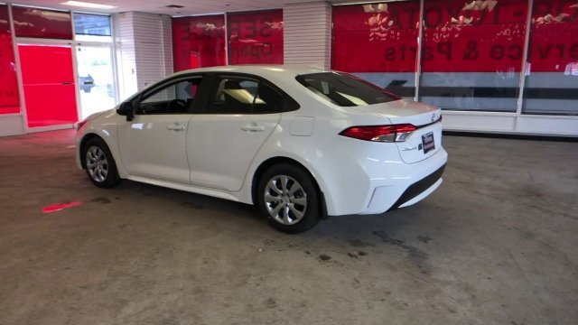 2020 Toyota Corolla LE CVT FWD Automatic (CVT) 4 Door Sedan Regular Unleaded I-4 1.8 L/110 Engine