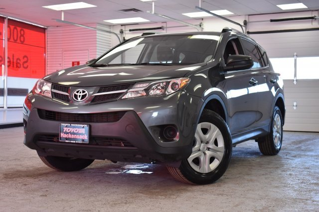 2015 Magnetic Gray Metallic Toyota RAV4 LE Regular Unleaded I-4 2.5 L/152 Engine Automatic SUV