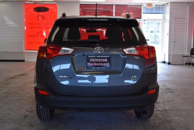 2015 Magnetic Gray Metallic Toyota RAV4 LE AWD Regular Unleaded I-4 2.5 L/152 Engine Automatic SUV