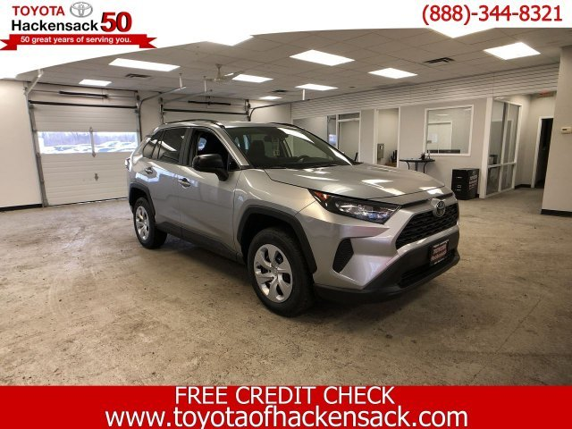 2019 Silver Sky Metallic Toyota RAV4 LE AWD Regular Unleaded I-4 2.5 L/152 Engine SUV Automatic AWD
