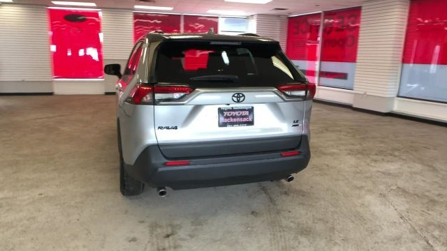 2019 Silver Sky Metallic Toyota RAV4 LE AWD SUV Automatic 4 Door Regular Unleaded I-4 2.5 L/152 Engine AWD