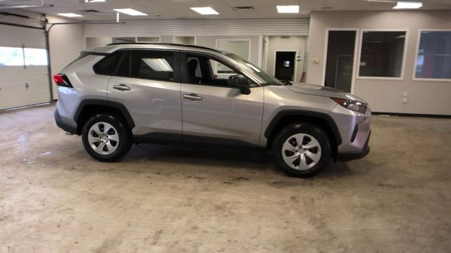 2019 Silver Sky Metallic Toyota RAV4 LE AWD Automatic AWD Regular Unleaded I-4 2.5 L/152 Engine