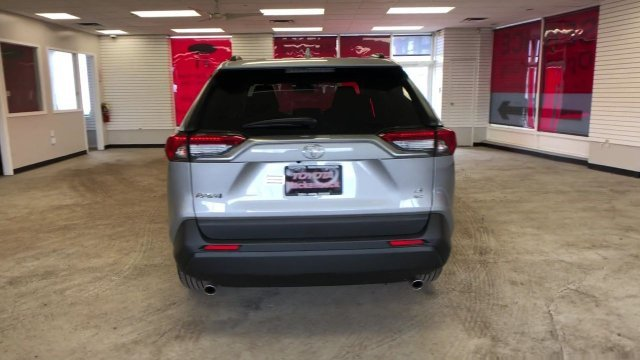 2019 Silver Sky Metallic Toyota RAV4 LE AWD Automatic AWD 4 Door SUV Regular Unleaded I-4 2.5 L/152 Engine