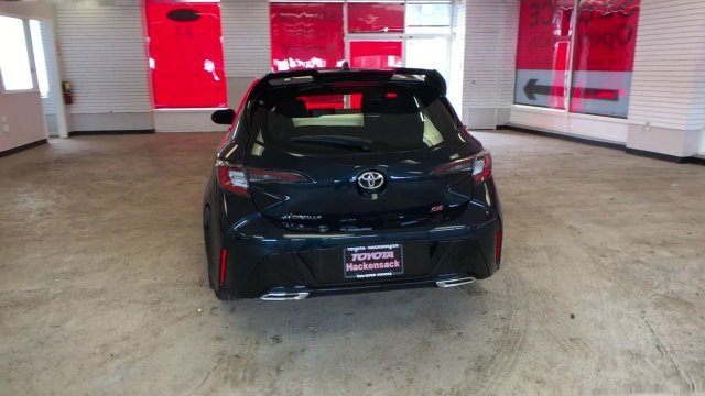 2019 Galactic Aqua Mica Toyota Corolla Hatchback SE CVT FWD 4 Door Hatchback Automatic (CVT) Regular Unleaded I-4 2.0 L/121 Engine