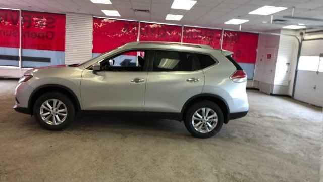 2016 Brilliant Silver Nissan Rogue SV Regular Unleaded I-4 2.5 L/152 Engine SUV Automatic (CVT)