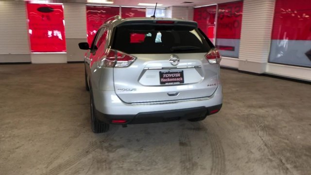 2016 Brilliant Silver Nissan Rogue SV Regular Unleaded I-4 2.5 L/152 Engine 4 Door AWD