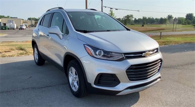 2020 Silver Ice Metallic Chevrolet Trax LT ECOTEC 1.4L I4 SMPI DOHC Turbocharged VVT Engine 4 Door AWD