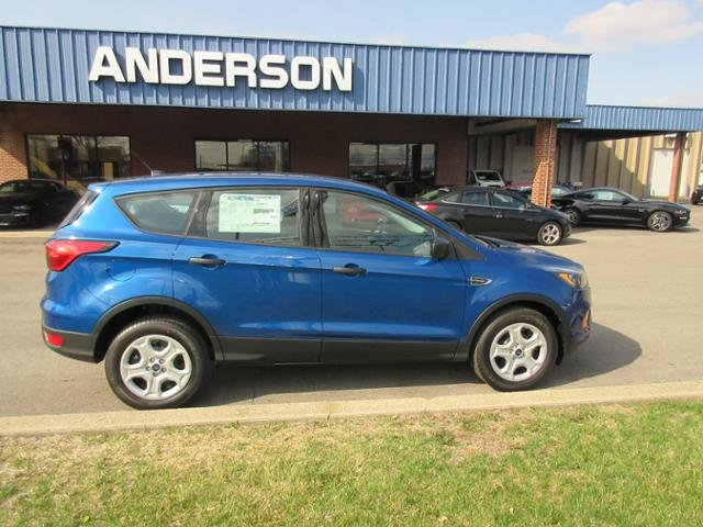 2019 Lightning Blue Metallic Ford Escape S FWD 4 Door SUV FWD Gas I4 2.5L Engine