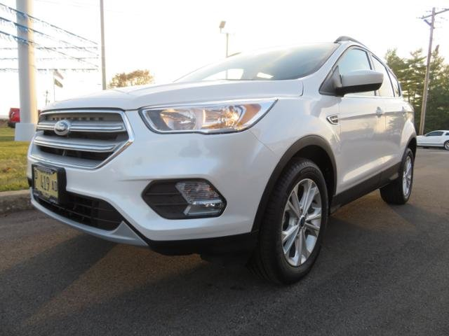 2018 White Platinum Metallic Tri-Coat Ford Escape SE FWD FWD 4 Door Gas I4 1.5L Engine