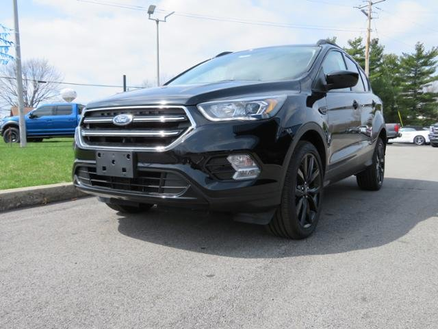 2019 Agate Black Metallic Ford Escape SE 4WD Gas I4 1.5L Engine SUV Automatic 4 Door 4X4