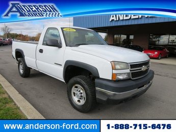 2006 Summit White Chevy Silverado 2500HD Work Truck Gas I8 6.0L Engine RWD 2 Door