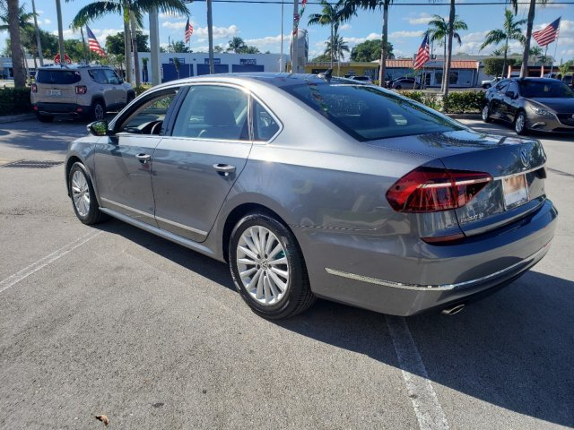 2017 Platinum Gray Metallic Volkswagen Passat 1.8T SE Sedan FWD 4 Door