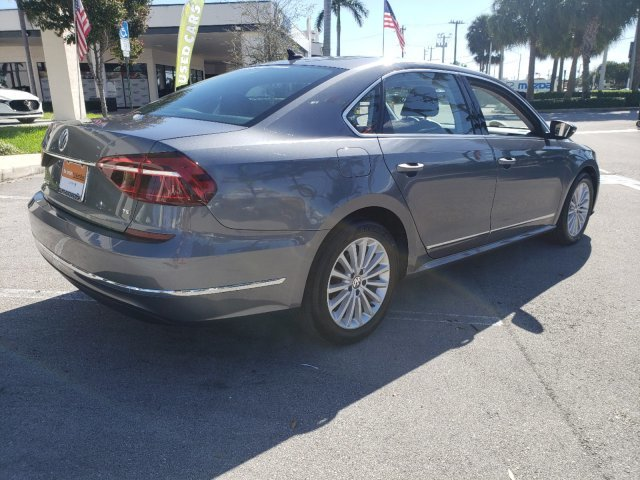 2017 Volkswagen Passat 1.8T SE Intercooled Turbo Regular Unleaded I-4 1.8 L/110 Engine Automatic 4 Door