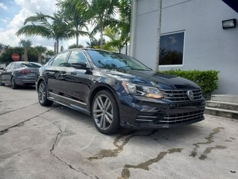 2017 Deep Black Pearl Volkswagen Passat R-Line w/Comfort Pkg Sedan Intercooled Turbo Regular Unleaded I-4 1.8 L/110 Engine 4 Door