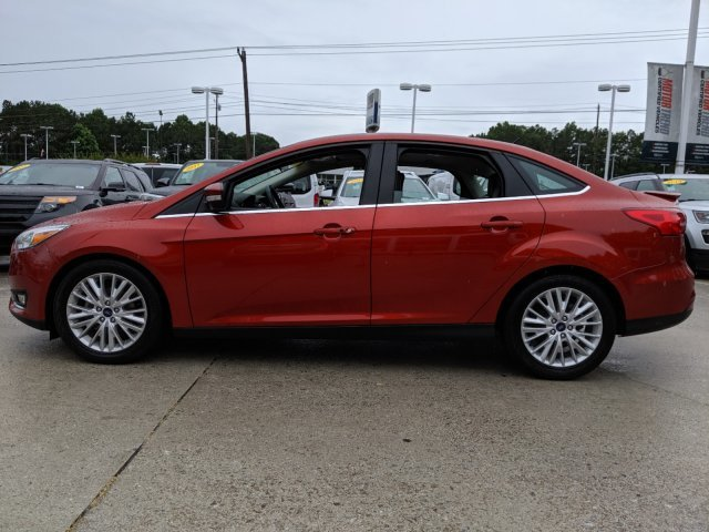2018 Hot Pepper Red Metallic Tinted Clearcoat Ford Focus Titanium Sedan FWD 4 Door I-4 2.0 L/122 Engine