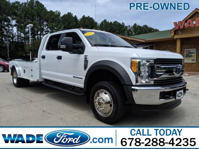2017 Oxford White Ford Super Duty F-450 DRW XLT 4X4 V-8 6.7 L/406 Engine Truck 4 Door