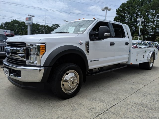 2017 Ford Super Duty F-450 DRW XLT V-8 6.7 L/406 Engine Truck Automatic 4X4 4 Door
