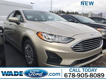 2019 White Gold Metallic Ford Fusion S Regular Unleaded I-4 2.5 L/152 Engine Sedan FWD 4 Door
