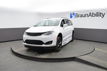 2020 Bright White Clearcoat Chrysler Pacifica Touring L FWD Van 6 Engine