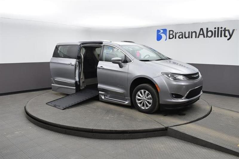 2019 Chrysler Pacifica Touring L Van FWD 4 Door 6 Engine