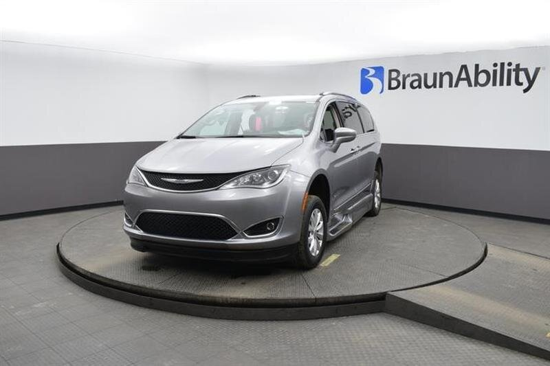 2019 Chrysler Pacifica Touring L 4 Door 6 Engine FWD