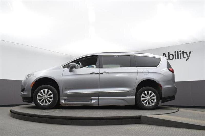 2019 Chrysler Pacifica Touring L 6 Engine Van FWD 4 Door