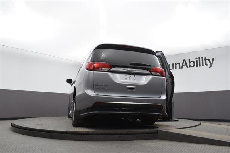 2019 Chrysler Pacifica Touring L FWD 4 Door Van 6 Engine