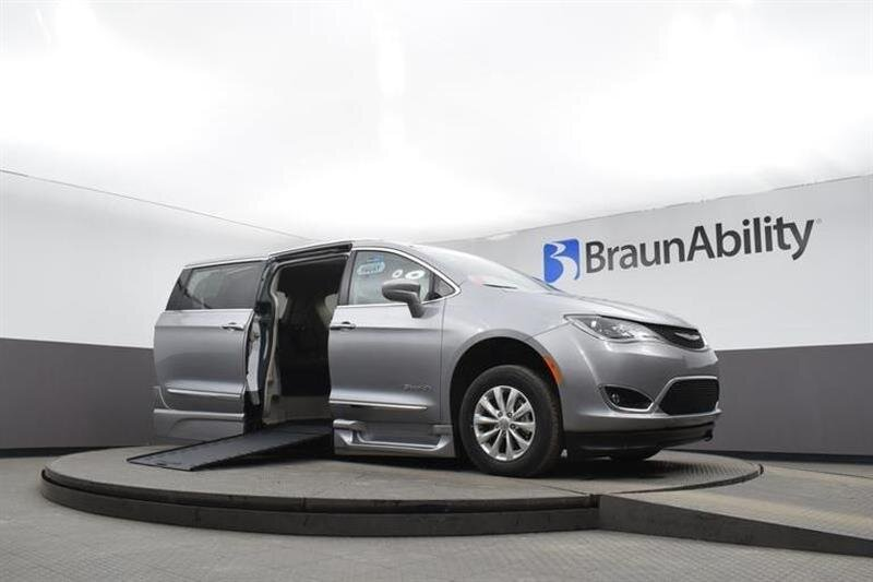 2019 Chrysler Pacifica Touring L FWD 6 Engine Van
