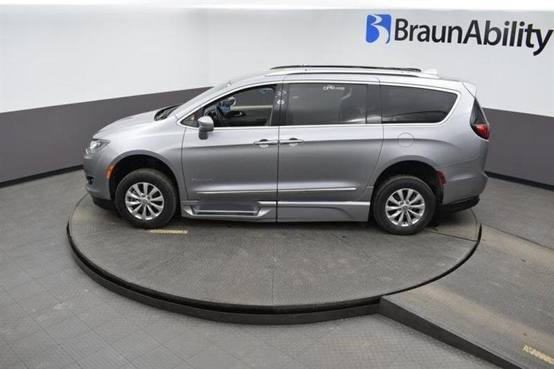 2019 Chrysler Pacifica Touring L 6 Engine 4 Door FWD Van