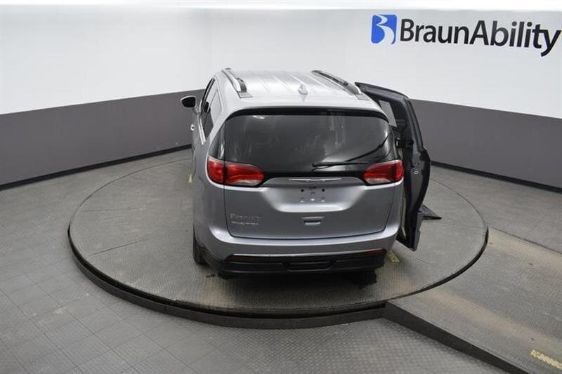 2019 Chrysler Pacifica Touring L Van 6 Engine 4 Door