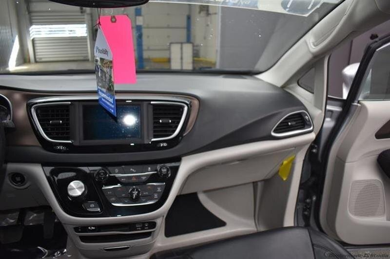 2019 Chrysler Pacifica Touring L FWD 6 Engine Van 4 Door