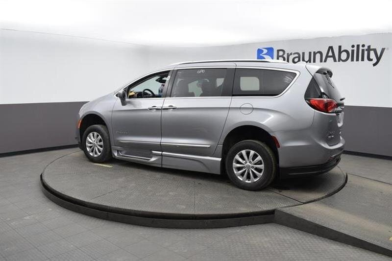 2019 Chrysler Pacifica Touring L Van 6 Engine FWD 4 Door