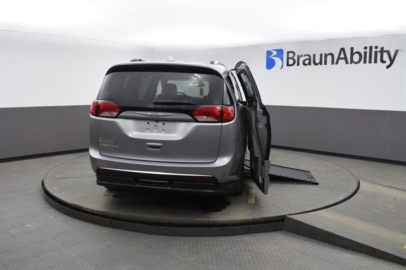 2019 Chrysler Pacifica Touring L 4 Door Van FWD