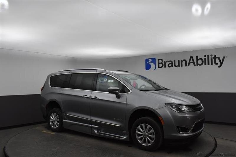 2019 Chrysler Pacifica Touring L Van 4 Door FWD 6 Engine