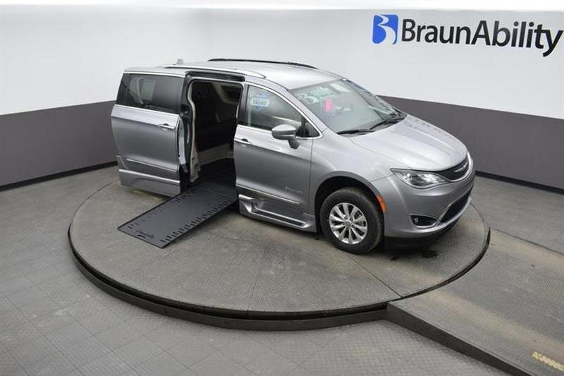 2019 Chrysler Pacifica Touring L Van FWD 6 Engine