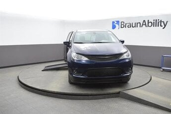 2020 JAZZ BLUE PEARL Chrysler Pacifica Touring 6 Engine Van