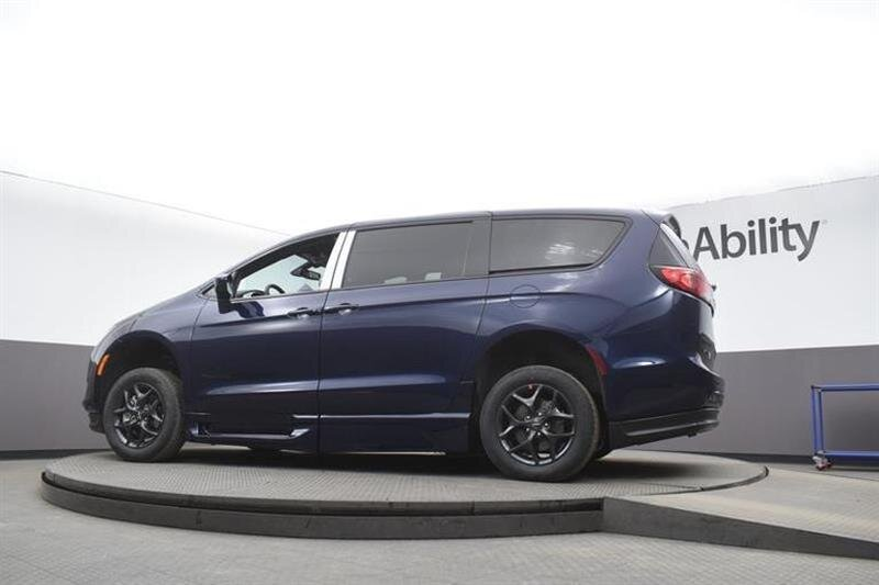 2020 JAZZ BLUE PEARL Chrysler Pacifica Touring Van 6 Engine