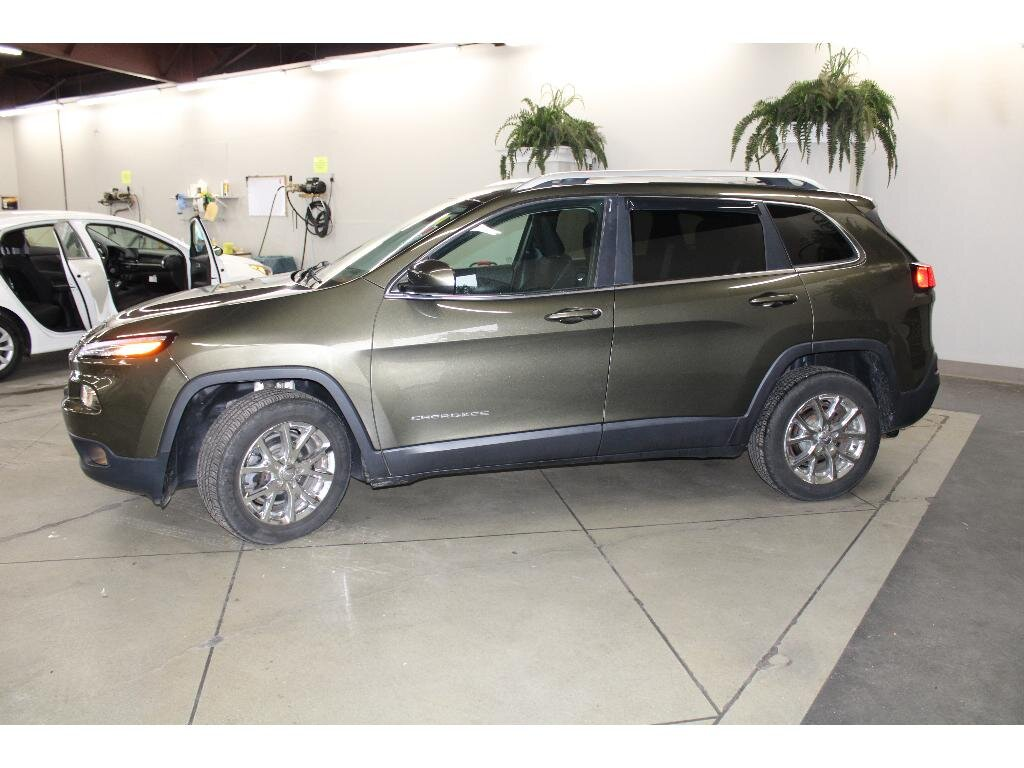 2015 Eco Green Pearlcoat Jeep Cherokee Latitude 3.2 liter V6 Cylinder Engine SUV FWD Automatic 4 Door