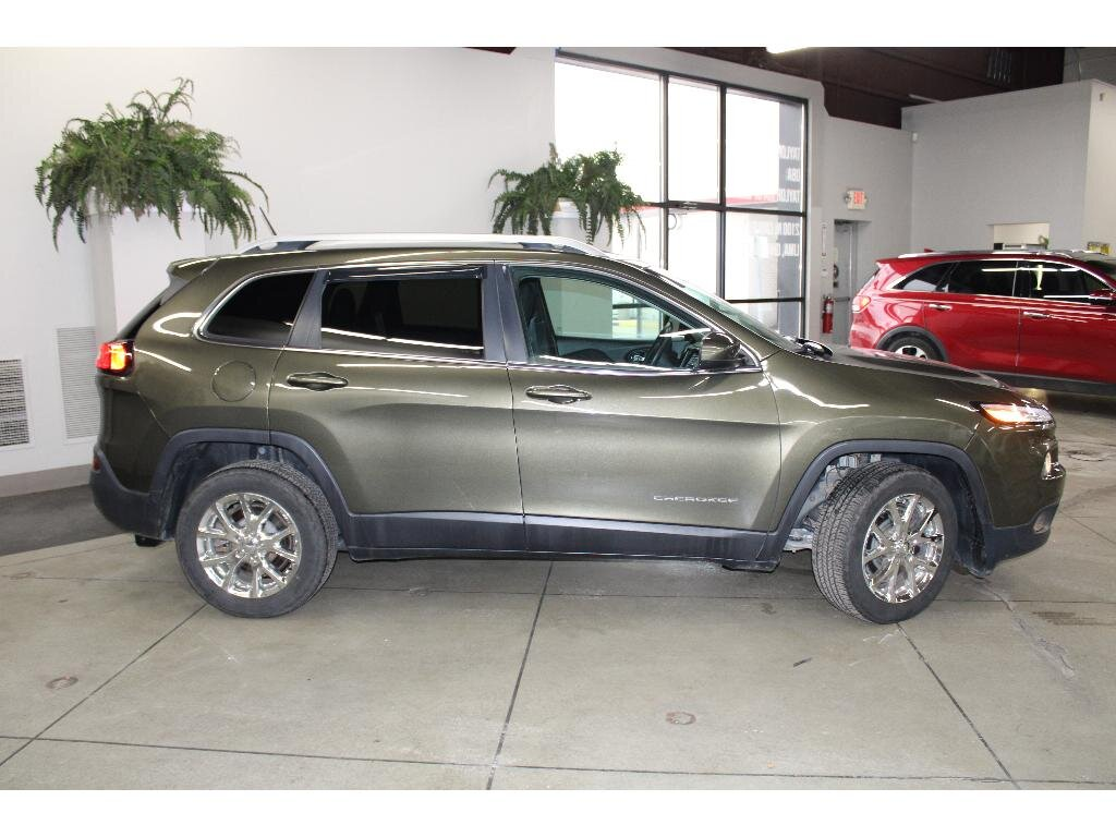 2015 Eco Green Pearlcoat Jeep Cherokee Latitude FWD SUV Automatic 3.2 liter V6 Cylinder Engine 4 Door