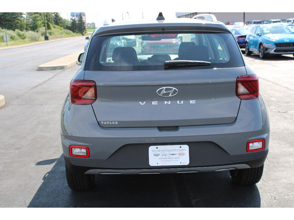 2021 Galactic Gray Hyundai Venue SEL 4 Door SUV 1.6 liter 4 Cylinder Engine FWD Automatic