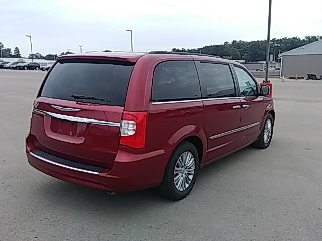2016 Chrysler Town & Country Touring-L FWD Van 4 Door