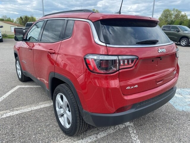 2021 Redline Pearlcoat Jeep Compass Latitude SUV 4 Door 2.4L I4 Engine