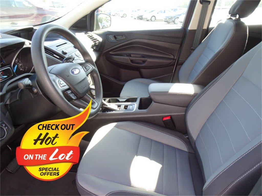 2018 Oxford White Ford Escape S 4 Door FWD 2.5L i-VCT Engine Automatic