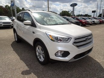 2019 White Platinum Clearcoat Metallic Ford Escape SEL FWD 4 Door SUV