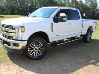 2019 White Platinum Metallic Tri-Coat Ford Super Duty F-250 SRW Lariat Truck Power Stroke 6.7L V8 DI 32V OHV Turbodiesel Engine 4 Door