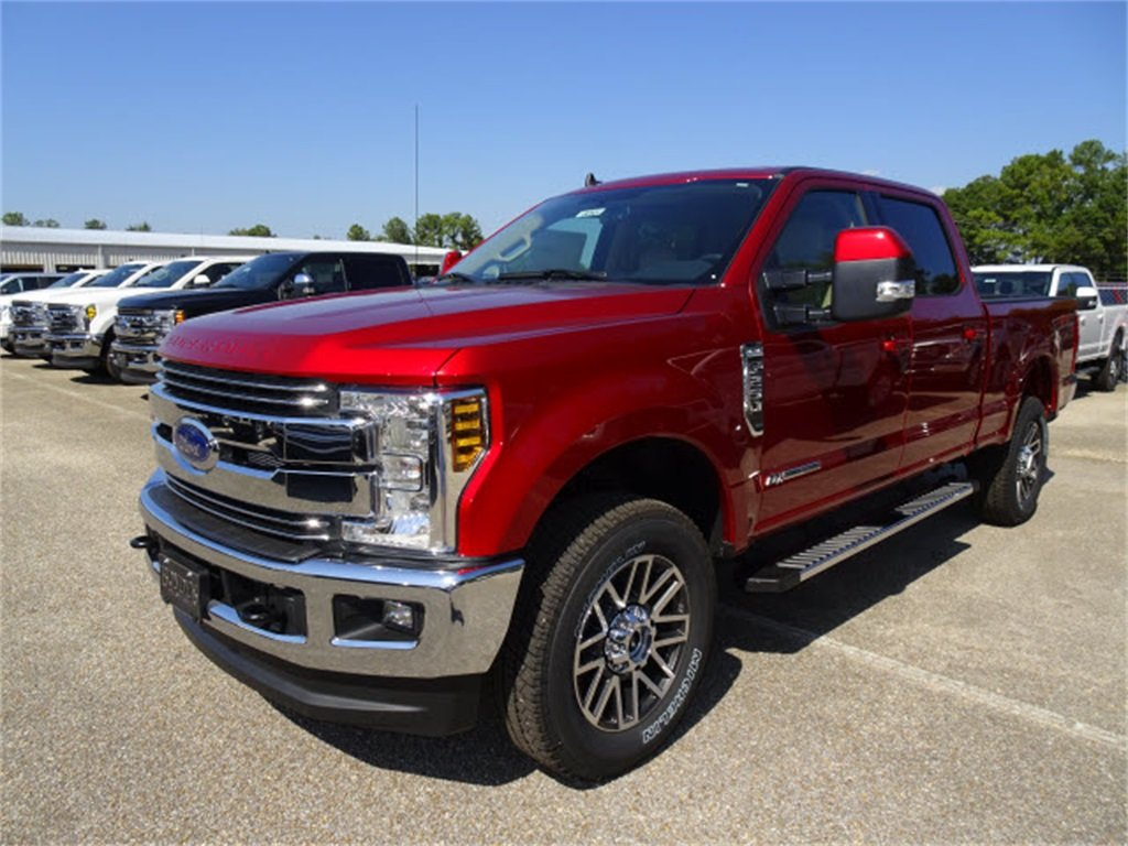 2019 Ruby Red Metallic Tinted Clearcoat Ford Super Duty F-250 SRW Lariat Truck 4X4 Power Stroke 6.7L V8 DI 32V OHV Turbodiesel Engine Automatic 4 Door