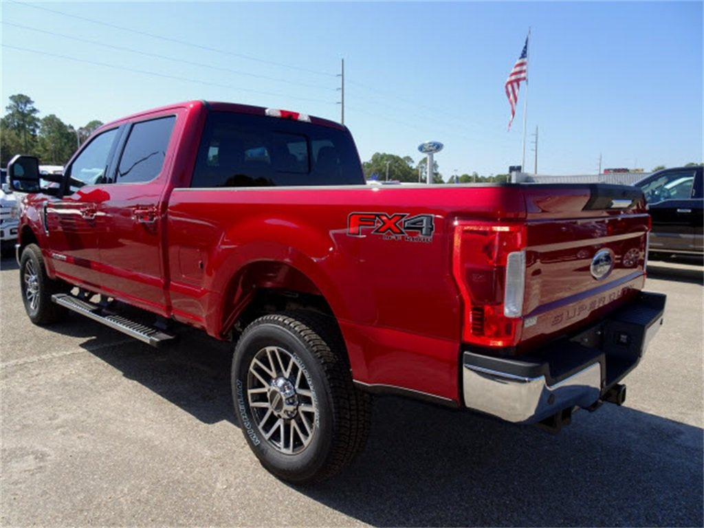 2019 Ruby Red Metallic Tinted Clearcoat Ford Super Duty F-250 SRW Lariat 4 Door Truck Power Stroke 6.7L V8 DI 32V OHV Turbodiesel Engine Automatic 4X4